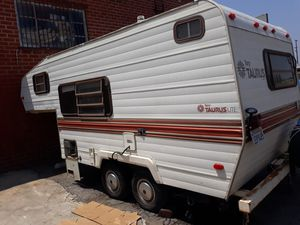 Fleetwood Taurus 5th wheel trailer for Sale in Los Angeles, CA