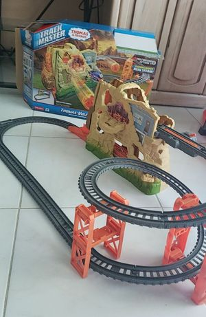 THOMAS & FRIENDS VOLVANO DROP SET for Sale in Miami Gardens, FL