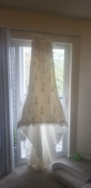 Wedding dress for Sale in Milford Mill, MD