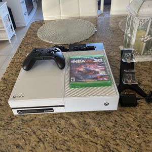 Xbox One White 500g With NBA 2k20 Works Excellent Come Try Before Your Buy $200, Adult Owned Smoke Free Clean Home for Sale in Kissimmee, FL