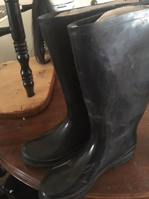 Black rain boots for Sale in Victorville, CA