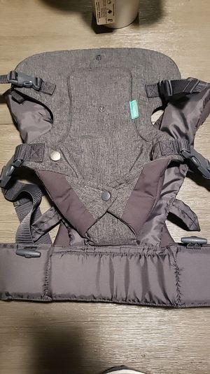 Infantino Baby Carrier for Sale in Clarksville, TN