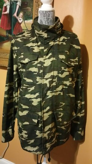 Men's Military style, Camouflage parka with hood. Size M for Sale in San Diego, CA