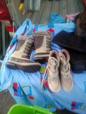 Votas y tenis y uharaches. Son nuevos y usados for Sale in Mesa, AZ
