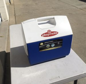 16 qt 30 can cooler Igloo Ice chest playmate for Sale in Long Beach, CA