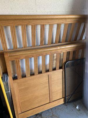 Wood Bed Frame - Queen for Sale in Port St. Lucie, FL