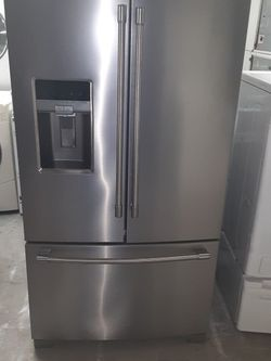 Refrigerator Maytag good Condition 3 Months warranty Delivery And Install for Sale in San Leandro,  CA