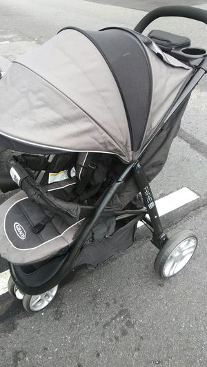 Car set and stroller graco brand for Sale in Richmond, VA