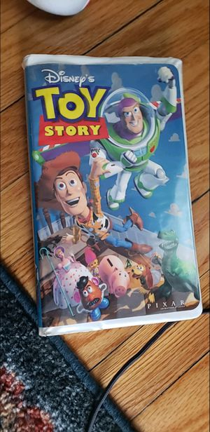 5 classic Disney VHS and platinum bambi dvd for Sale in Bloomfield, NJ
