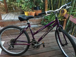 Upland Giant purple bike for Sale in Los Angeles, CA