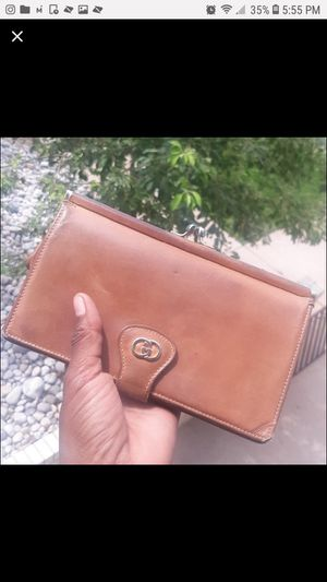 GUCCI RARE VINTAGE LEATHER WALLET for Sale in Aurora, CO