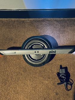 One wheel Pint With Navy Blue Fender! Low miles! Like new! for Sale in Fresno,  CA
