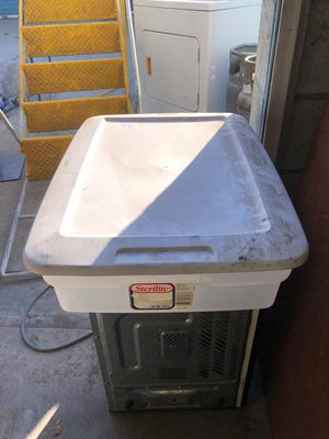 Sterilize storage containers. 28 gal. for Sale in Riverside, CA
