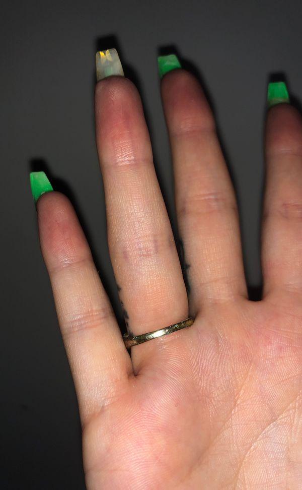 Beautiful gold ring with purple diamond size 6