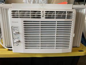 Frigidaire window AC with gasket for Sale in Lynnwood, WA
