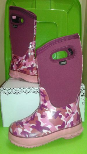 Bogs kids size 12 pink Camo Classics insulated waterproof rain boots for Sale in Pearland, TX