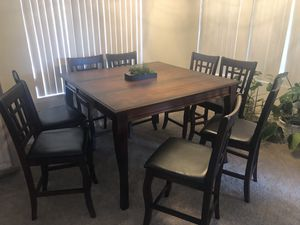 Pub height dining table and 8 leather padded chairs. Delivery available for Sale in Sun City, AZ