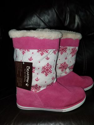 Bearpaw winter boots for girl size 3 for Sale in Arlington Heights, IL