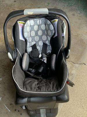 Baby car seat ( Britax) excellent condition for Sale in Morton Grove, IL