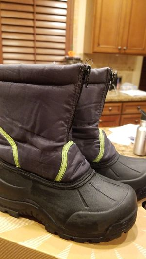Northside snow boots kids size 12 for Sale in Kent, WA