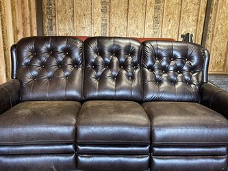 ELECTRIC RECLINING COUCH for Sale in Oregon City,  OR