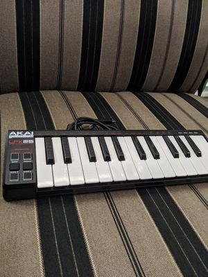 Akai Professional LPK25 25 Key Portable USB MIDI Keyboard Controller (Mac & PC) / Keyboard and included USB cord for Sale in Lake Forest, CA