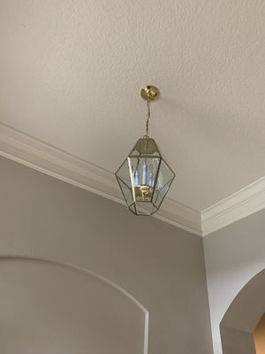 Front door entry chandelier lamp for Sale in Kissimmee, FL