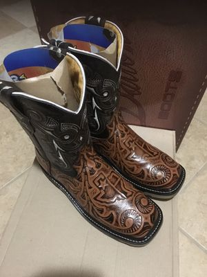 Work boots square toe size 8.5 for Sale in Taylor, TX