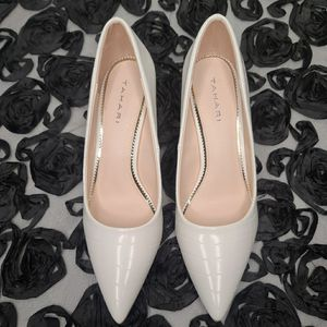 """New 2"""" pumps by Tahari size 7.5 for Sale in Los Angeles, CA"""