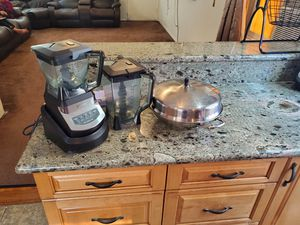 Ninja blender with 2 cups and kitchen aid 👌 all $90 everything for Sale in San Diego, CA