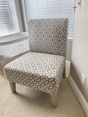 Accent Chair in great condition. Used for about a month. But now I need this corner for a crib! for Sale in Sacramento, CA