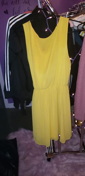 Yellow short sleeve cocktail dress for Sale in Parma, OH