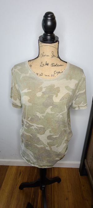 FREE PEOPLE Woman's Camo T-Shirt XS Scoop Neck for Sale in Tacoma, WA