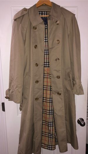Mens/Womens Burberry Trench Coat Jacket Size L for Sale in McDonough, GA