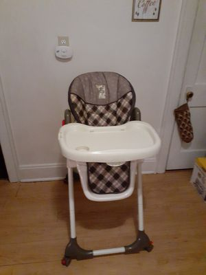 2 high chairs both are clean and smoke free for Sale in Covington, KY