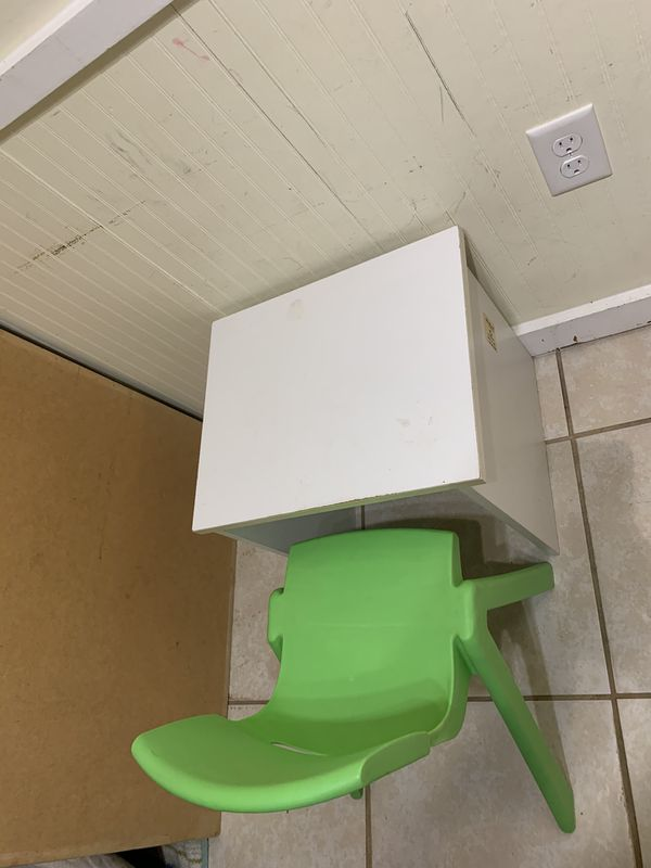 Kids Table & Chair. ( For 2 to 4 Year of ages)