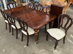 Gorgeous Vintage Dining Set - Delivery Available for Sale in Tacoma, WA