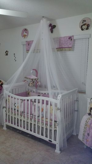 Crib, rocking chair, changing table $500 for Sale in Homestead, FL