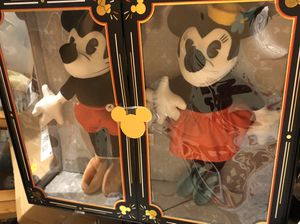 Limited Edition Vintage Mickey + Minnie for Sale in Monterey Park, CA