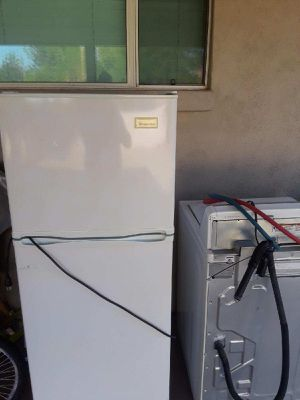 Medium sized refrigerator for Sale in Phoenix, AZ