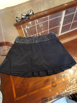 Lululemon pacesetter tennis skirt Size 2 regular Excellent condition for Sale in Gig Harbor, WA
