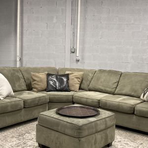FREE DELIVERY Sectional Couch + Ottoman + Area Rug for Sale in Des Plaines, IL