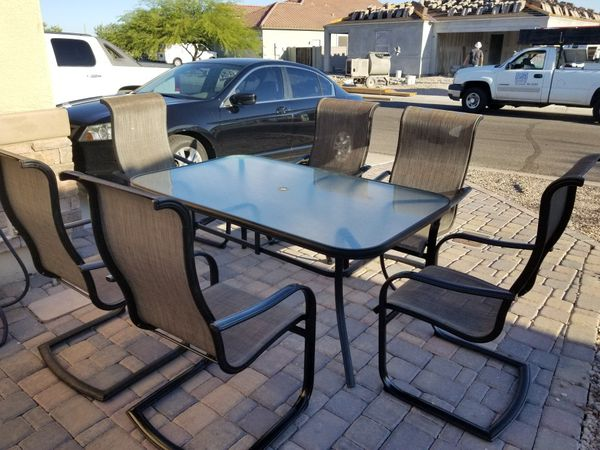 Outdoor table w/6 chairs