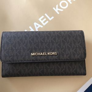 Michael Kors Jet Set Travel Large Trifold Wallet for Sale in Rancho Cucamonga, CA