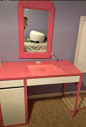 Desk/vanity and mirror for Sale in Hermitage, TN