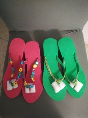 2 pairs sandals size 9-10 Brand new both for $7 for Sale in Miami, FL