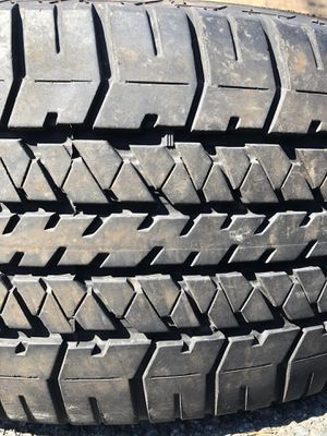 One used tire 275/60R20 BRIDGESTONE DUELER H/T $40 una llanta usada 275/60R20 BRIDGESTONE DUELER H/T $40 for Sale in Alexandria, VA