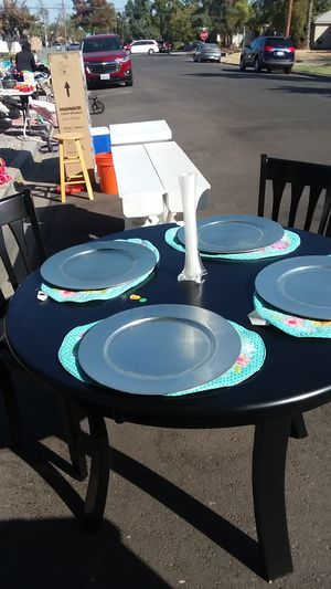 5pc round black dining table for Sale in Fresno, CA
