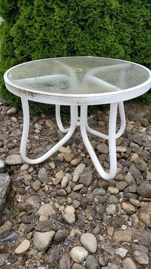 Free outdoor round table for Sale in Vancouver, WA