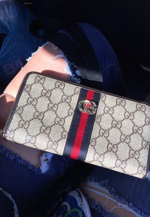 Gucci wallet for Sale in Wellington, OH